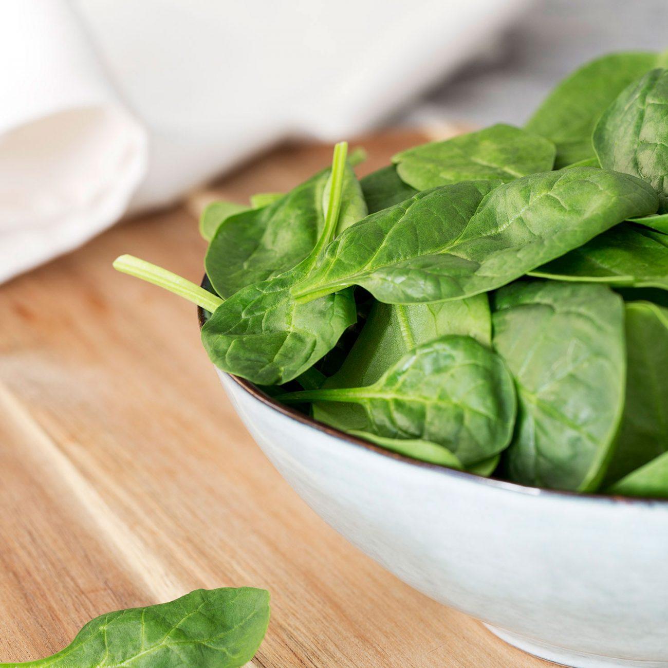Epinards frais bol photographie culinaire axel menard